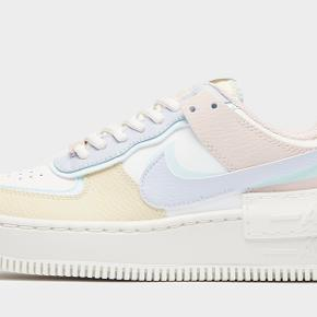 Nike Air Force 1 shadow i str. 39. Helt nye, de ligger stadig i æsken.   MP 1450 kr.