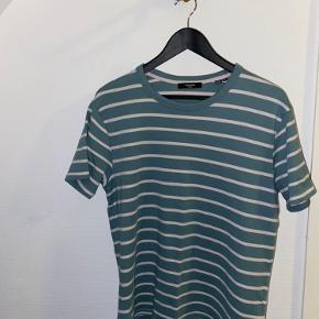 T-shirt i str. M sælges