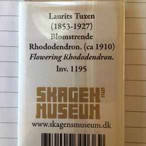 Køleskabsmagnet fra Skagens Museum.   Aldrig brugt  Forestiller Blomsterende Rhododendron af Laurits Tuxen