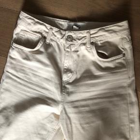 Bdg bukser købt i Urban Outfitters nogle år tilbage. Fejler ingenting. Jeg er normalt en str 28-29 i Waist, men passer de her som er en 27 i waist.