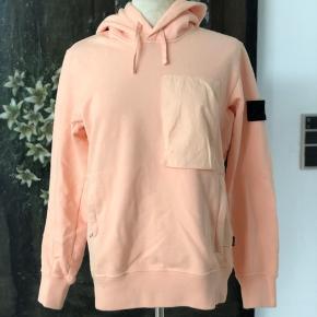 Super fed hoodie fra Stone Island - kun brugt få gang og fuldstændig som ny ✔️  Mange super fede detaljer Nypris 2400,-