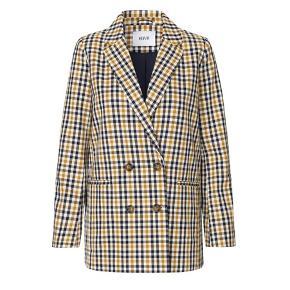 fin ternet jakke/frakke. mellem længde. brugt 3-4 gange. stand som aldrig brugt. køber betaler fragt :)