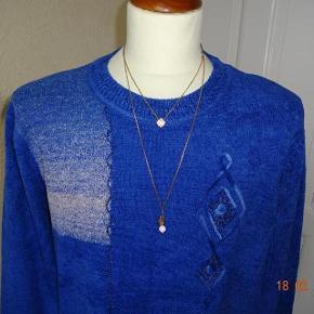 Gler Varetype: Flot  bluse  *NY* Brm. 120 Farve: Blå  Flot Bluse med lange ærmer sælges,       Bytter ikke.  Brystmål: 60x2 Talje 60x2 Hofter: 60x2 Længde: 70 Materiale: 65 % Cotton 35 % Polyester