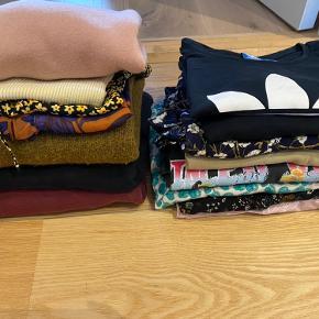 Sælger en masse t-shirts, bluser og sweatshirts til 30-40kr pr styk. Forskellige mærker. Str 34-38. Nogle er næsten ikke brugt. Andre er god men brugt. Skriv for flere billeder, str, stand og pris