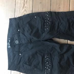 Så fede sorte bukser med sten. Str. 34.  Kun prøvet på.  Nypris 399kr
