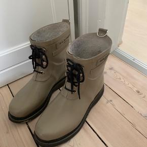 Sælger disse fine gummistøvler. De fejler intet. Byd :)