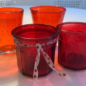 Røde glas som er flotte med fyrfadslys i. Sælges samlet for 40kr