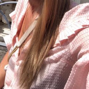Fineste skjorte fra Baum und Pferdgarten i silke og viscose🌸💗✨ Brugt 1 gang🤍