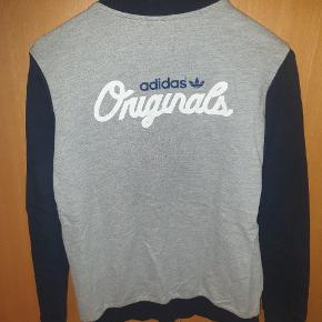 Fed vintage sweat jacket. Er Str 13/14 år, men passer en Str S.  Giv et bud