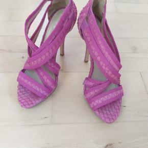 slidte hæle som ses på billedet