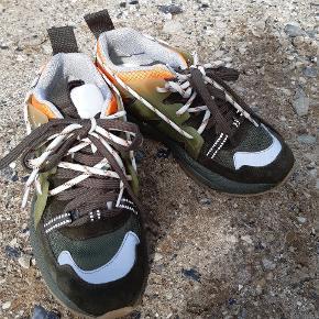 Ganni sneakers der kun har været brugt 2 gange. Helt som nye. De er desværre lidt for små til mig. Håber de kan bringe lykke et andet sted.