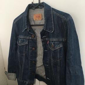 Sælger min dejlige levi's denim jakke. BYD!❤️