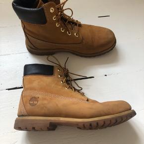 Støvler fra Timberland i str. 41. De er brugte, men i fin stand 😊  De er ikke brugt efter billederne er blevet taget