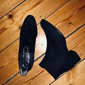 Efterårs støvle. Desværre lidt for små til mig, derfor kun brugt et par gange. God stand.