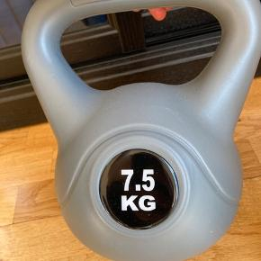 Kettelbells to styk a 7,5 kg.  Brugt få gange og fremstår som nye.  Ny pris: 300 kr. pr. styk.  Kom med et bud😊
