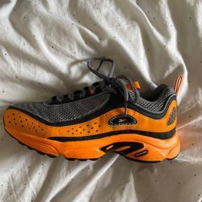 Jeg har desværre købt disse sko en tand for store, og sælger derfor videre. Super fine sneakers købt her på TS for lidt over en uges tid siden. Standen er helt fin.   Jeg købte dem for 400 kr. 🧡