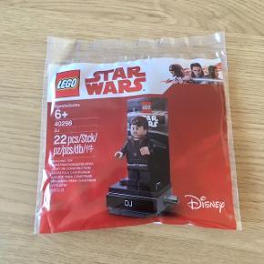 Sælger lidt blandet og uåbnede Lego polybags - de fleste er Star Wars.  Mindstepris pr polybag er 30 kr eks forsendelse.  Købes flere sammen er fragt selvfølgelig kun én.
