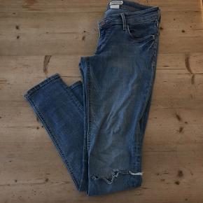 &Super Sqin (mener det er h&m?) Fede Jeans med hul ved knæet, gode med brugt. Fed patina  Kom med bud