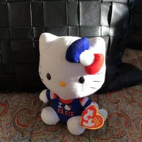 Hello Kitty Bernie Baby. Aldrig brugt, mærke sidder på  Størrelse: 18x11,5 cm  Sender med DAO. Kan evt afhentes i Kbh K. Afhentning kun hvis det kan aftales hurtigt og aftale holdes.