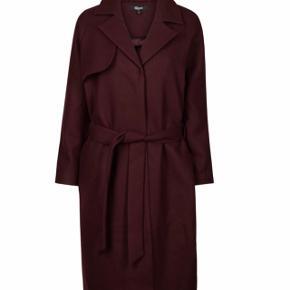 Flot jakke fra Magasin i uldblanding. Størrelse small. Brugt få gange. Prisen er fast.