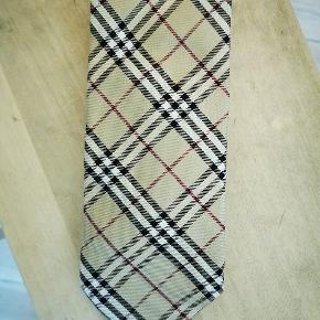 Burberry slips