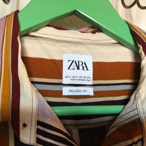 Stribet skjorte i regular for fra Zara - brugt 2 gange og vasket.