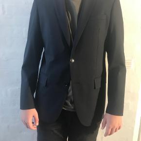 Shaping New Tomorrow andet jakkesæt