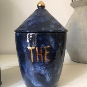 Skøn keramik dåse / opbevarings-glas til the ✨ Kun stået til pynt i kort tid. Retro - vintage - keramik - the - te - tea  🙌 Ingen skår eller lignende   🌍 Afhentes på Nørrebro  💌 Kan sendes for 36 kr.