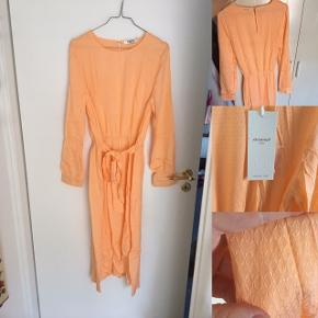 Sød kjole i peach  Str L dog mere M/L