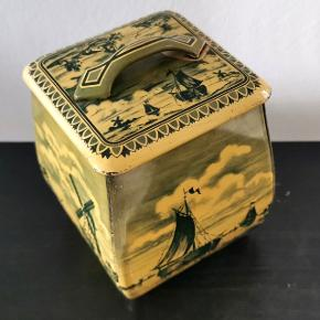 Vintage container made in western germany med et fint stempel i bunden.