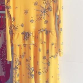 Mærket er klippet af men kjolen er kun prøvet på :-)