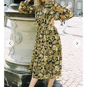 Smukkeste kjole fra Gestuz ☀️🥂💛 Aldrig brugt, kun prøvet på. Str. 38