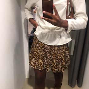 Sød nederdel fra Envii! Passes af str. s og m