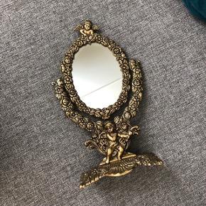 Smukt antikt spejl   Meget velholdt og i rigtig flot stand  Sælges for 1000kr (fast pris)
