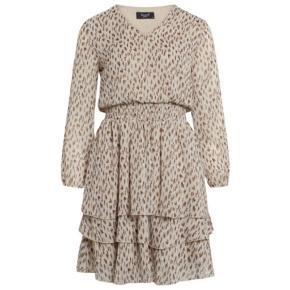 """Sisters Point """"Nicoline"""" kjole med det fineste print på beige baggrund. Kun prøvet på. Stadig med mærke."""