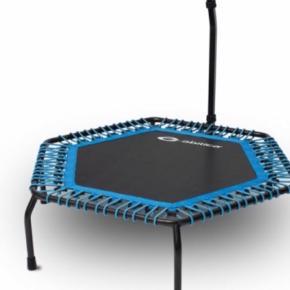 Sælger den her trampolin. Den er kun blevet samlet, hvorefter den aldrig er blevet brugt, og fremstår derfor som ny.