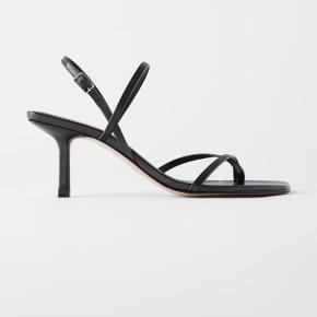 Flotte heels/sandaler med remme fra Zara. Kun prøvet på indendørs 🌸