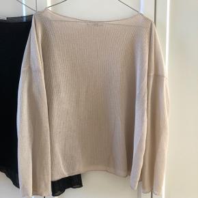 Smukke bluser - let tyndt stof.  Begge to for 120 plus porto