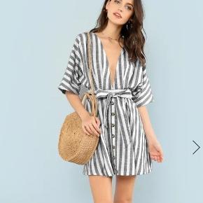 Flot kjole, aldrig brugt. Kom med et bud!:)
