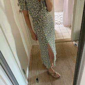 Smuk sommer kjole fra & other Stories.
