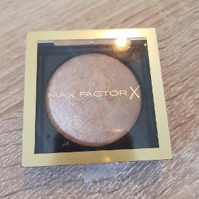 Max factor  Creme Bronzer, 05 Light Gold  Aldrig brugt Nypris 120 kr.  Afhentes i Aalborg   Kig gerne mine andre annoncer for mere makeup og hudpleje 😊