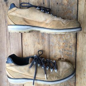 Sjældne ruskind hiking-inspireret sneak fra Adidas. Gode og varme til efterår/vinter.