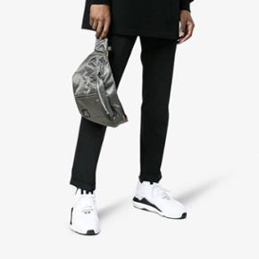 Adidas Y-3  Saikou suede trimmed sneakers Hvid Str 43 1/3   De har været brugt én gang til et bryllup, men sælges da de desværre er et halvt nummer for store til min kæreste. Standen er derfor 9/10  Nypris: 2900 kr