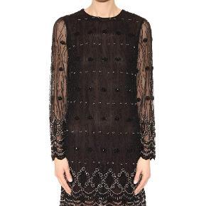 Perlebesat Ganni kjole i sort i modellen Martinez. Overvejer kun at sælge ved rette bud 😊 Nypris var 2500. Brugt 2 gange.
