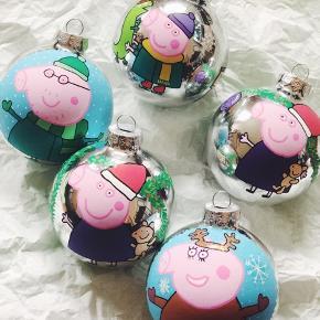 håndmalede Gurli gris julekugler. 50 kr for de store og 35 kr for nogle i lidt mindre. 🌲