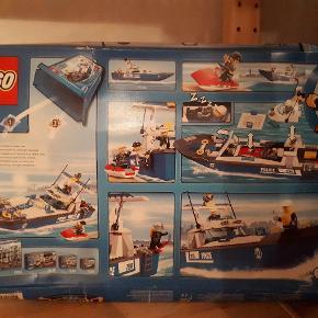 Lego City. Model 7287. Politibåd. I uåbnet emballage, men æsken er godt slidt at se på, selvom den aldrig har været åben. Porto 49 kr