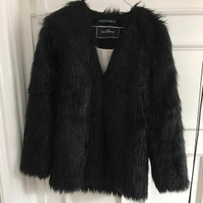By Malene Birger, fake fur.  Pæn stand, men brugt ca 3 vintersæsoner.