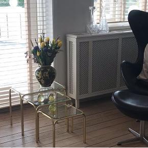 Tre smukke og gamle engelske indskudsborde sælges samlet til 850kr. Kan sendes mod porto eller afhentes i Aarhus.