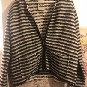 Sælger min lækre jakke/cardigan da jeg aldrig har fået den brugt Str xl 600kr pp