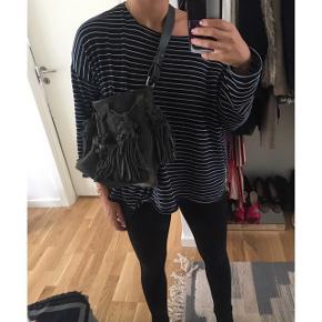 Ruskinds taske ligner Nunoo. Lidt misfarvning på den ene sølv klemme men ikke noget bemærkelsesværdigt. Fra H&M. Købspris i butik: 900kr  ÅBEN FOR BUD - BYTTER IKKE  🔭Mp: 250 inkl forsikret fragt (jeg betaler) 🔭